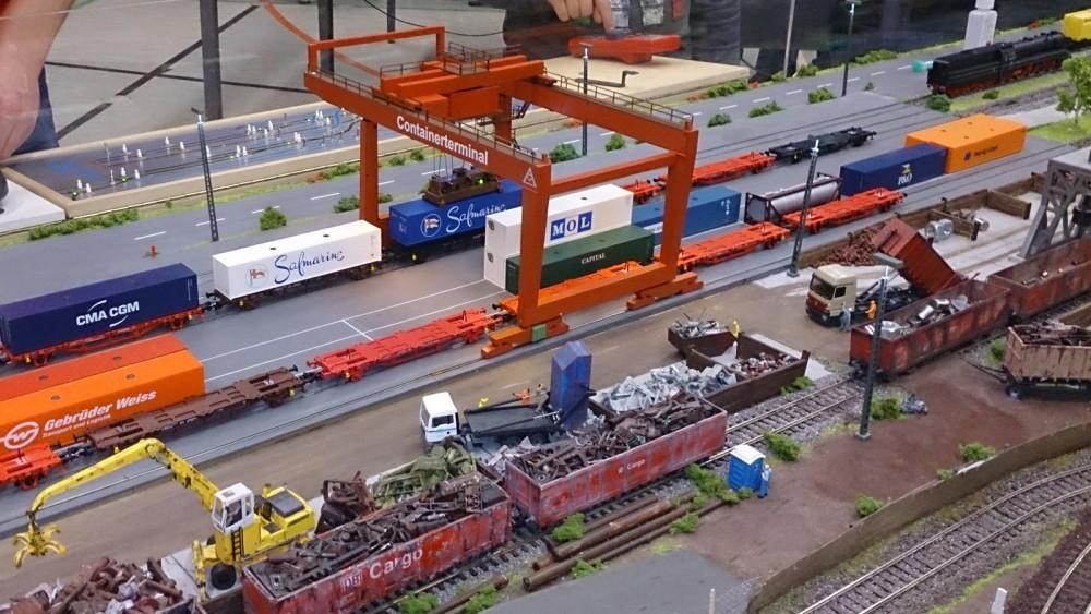 Containerterminal an der Car System Anlage