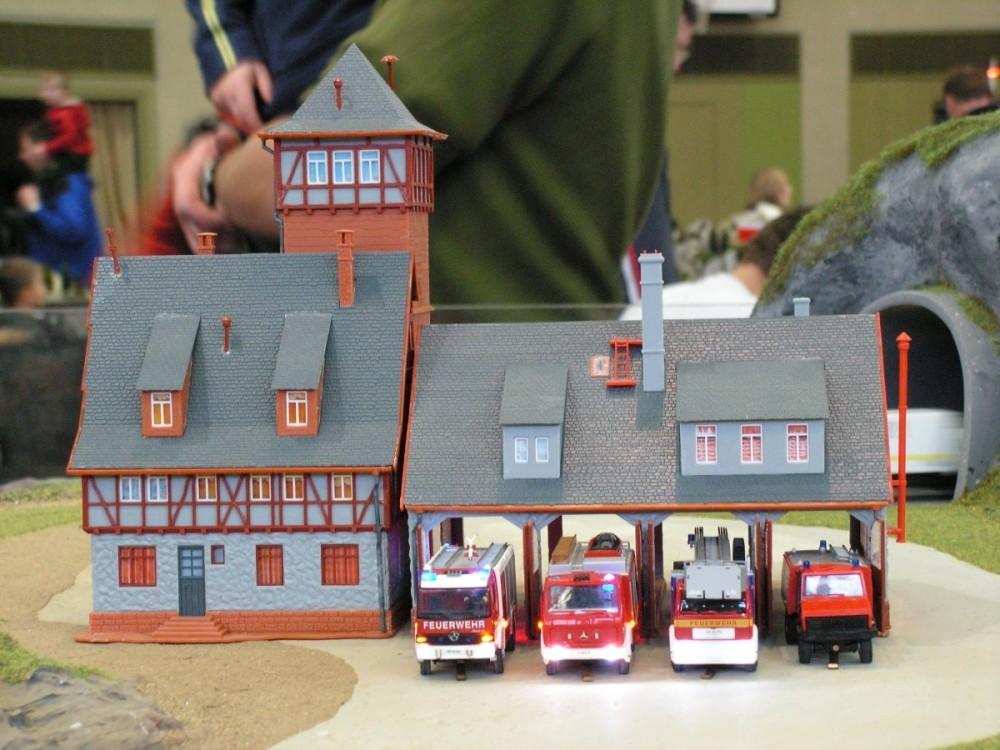 Das Feuerwehrhaus auf dem Kehrschleifenmodul