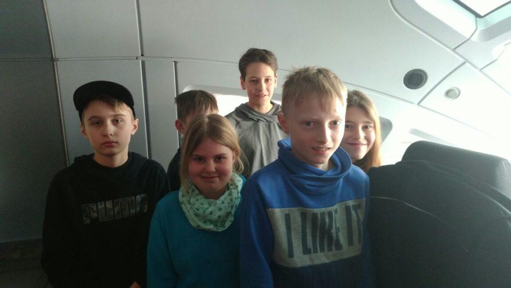 Die Jugendgruppe im ICE Führerstand
